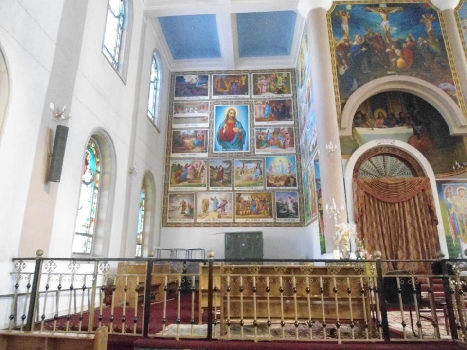 Bole Medhanialem Church's inside_00