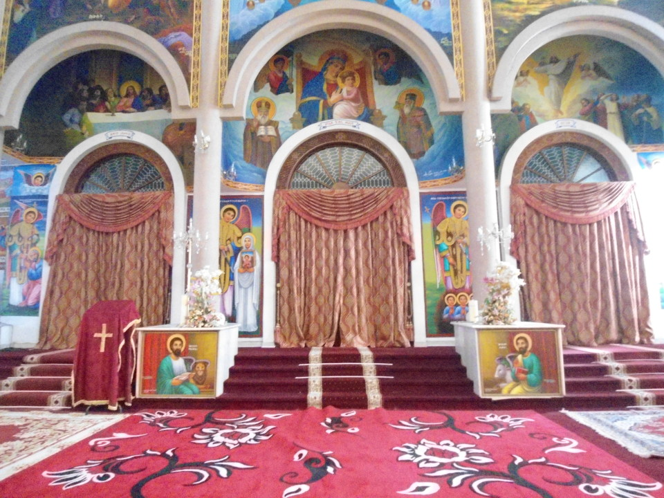 Bole Medhanialem Church's inside_01
